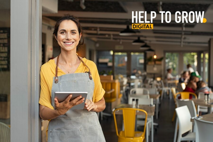 Photo with Help to grow logo and smiling woman in restaurant
